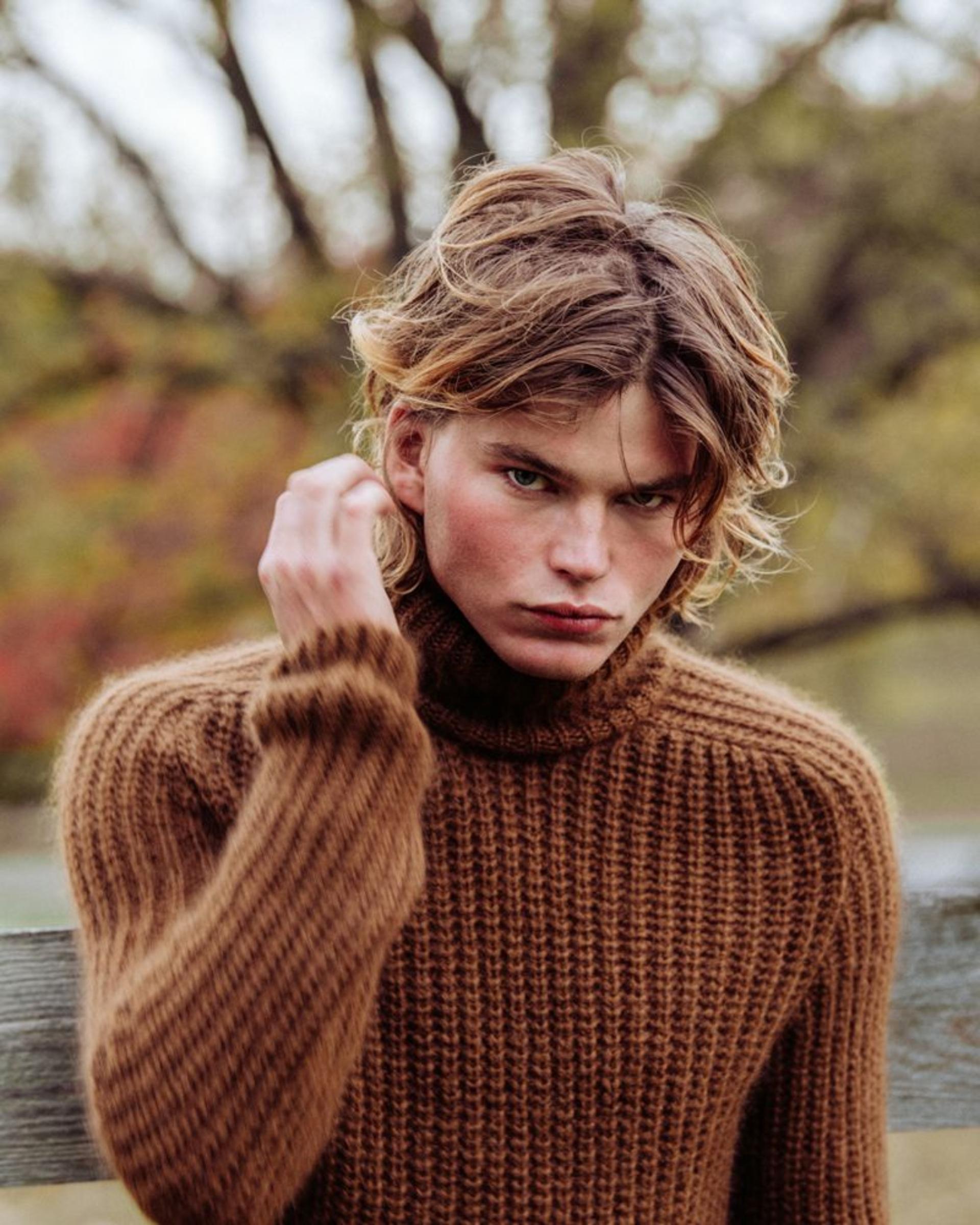 Jordan Barrett el joven modelo con un rostro exótico