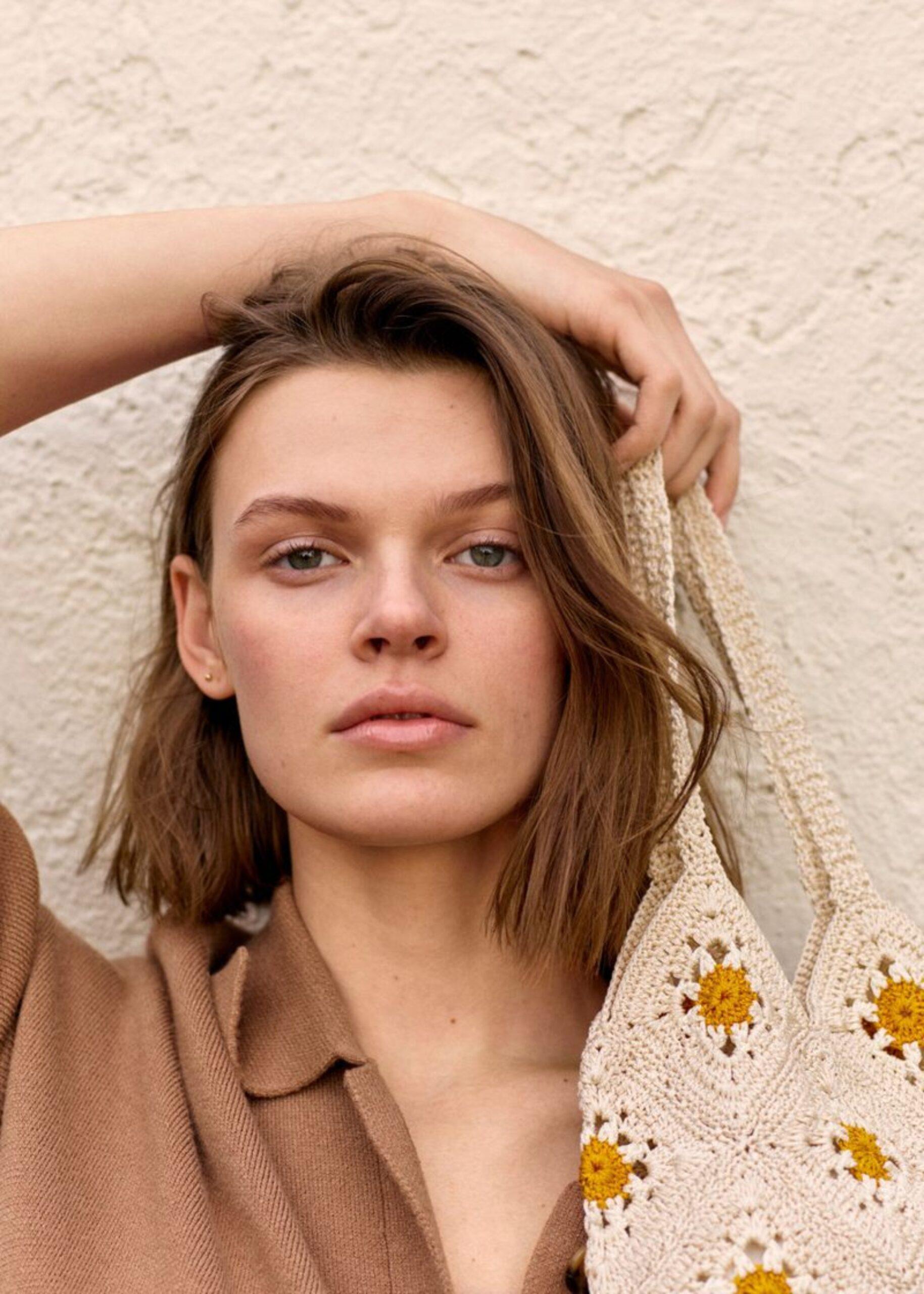 Cara Taylor la modelo que cautiva en las pasarelas y campañas