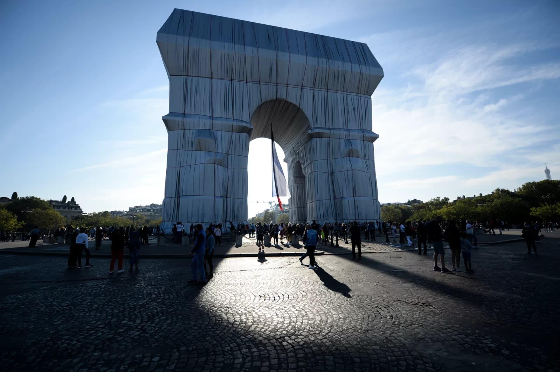 ¿Por qué el Arco de Triunfo de Paris esta todo cubierto?