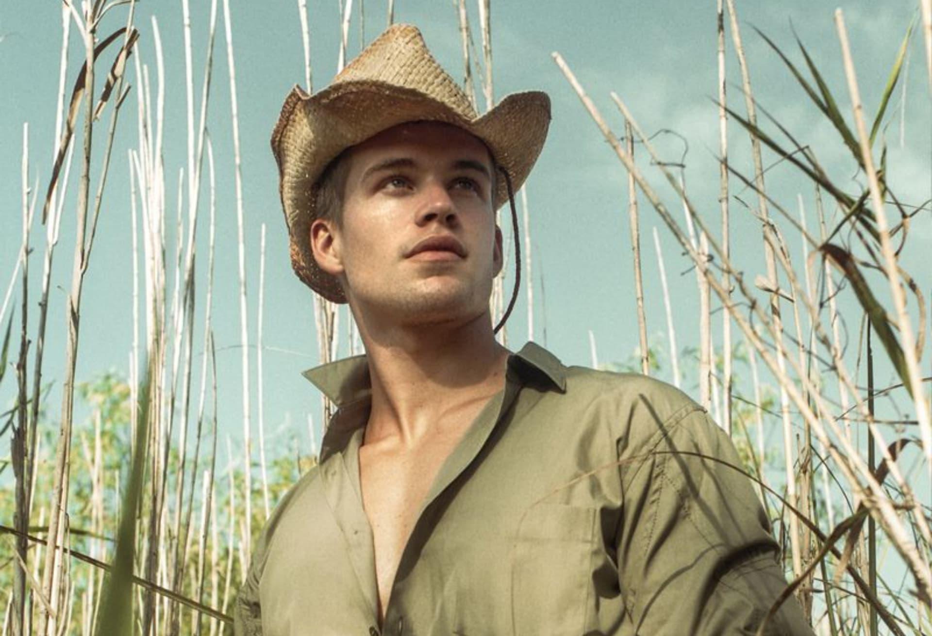Mitchell Slaggert el modelo con una faceta actoral