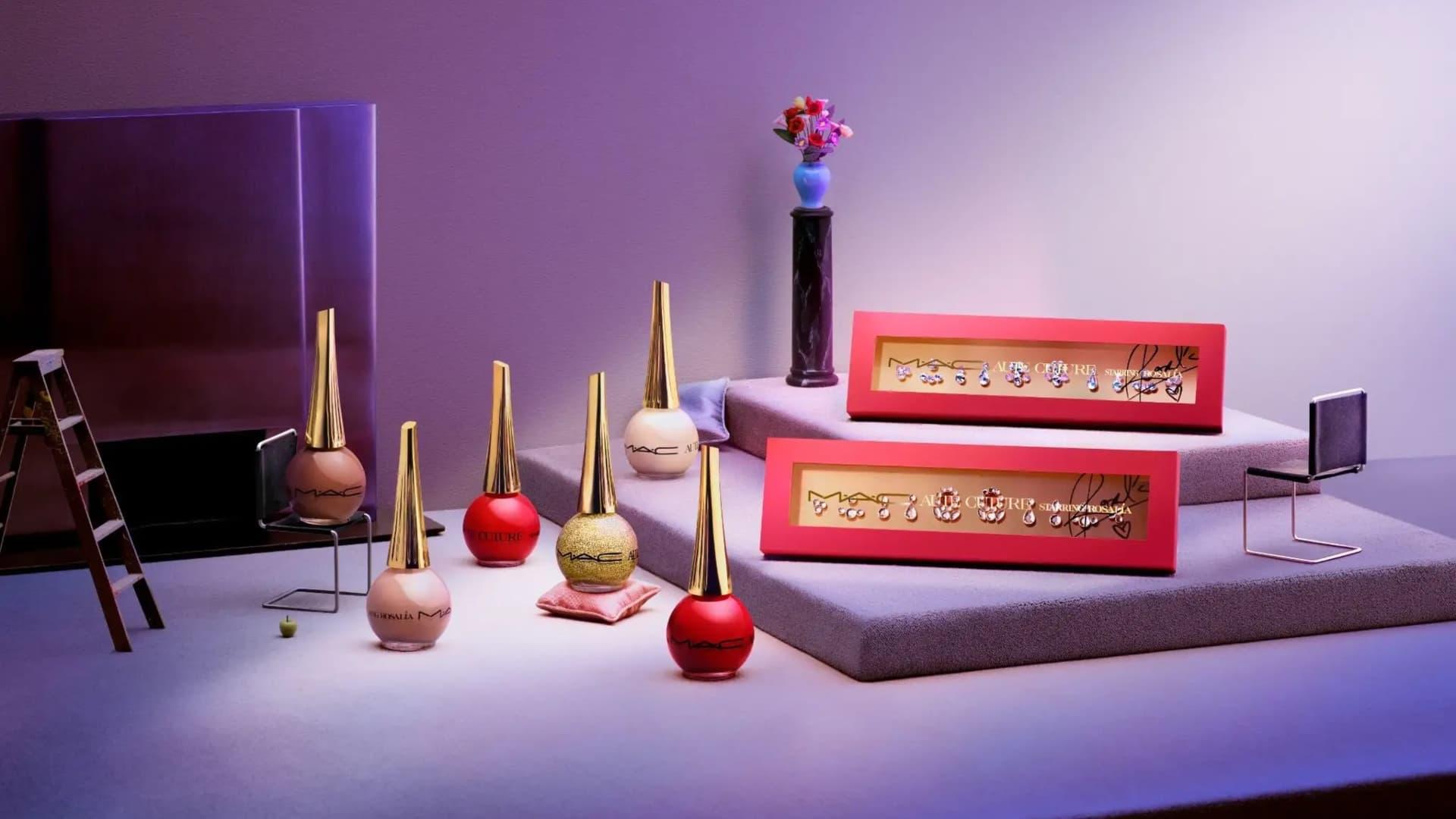 Rosalía lanzó su línea de maquillajes con MAC COSMETICS